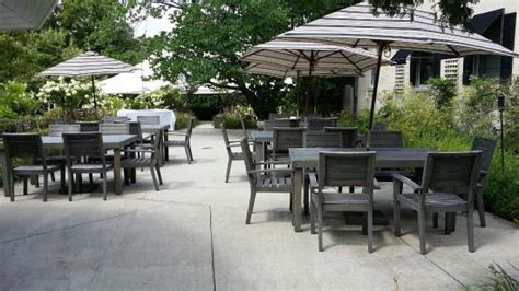 al fresco dining at carriage house dining room gardens