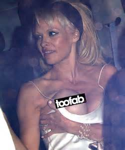 pamela wardrobe malfunction pamela anderson has major wardrobe malfunction in sexy slip dress toofab com