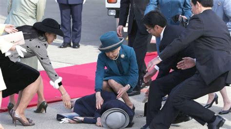 Princess Fainting by You Wouldn T Want To Be In The Position Of Duchess