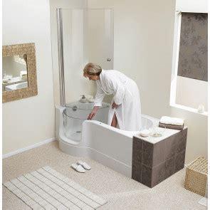 badewannen mit dusche 285 badewanne mit t 252 r sorgt f 252 r barrierefreiheit hier in