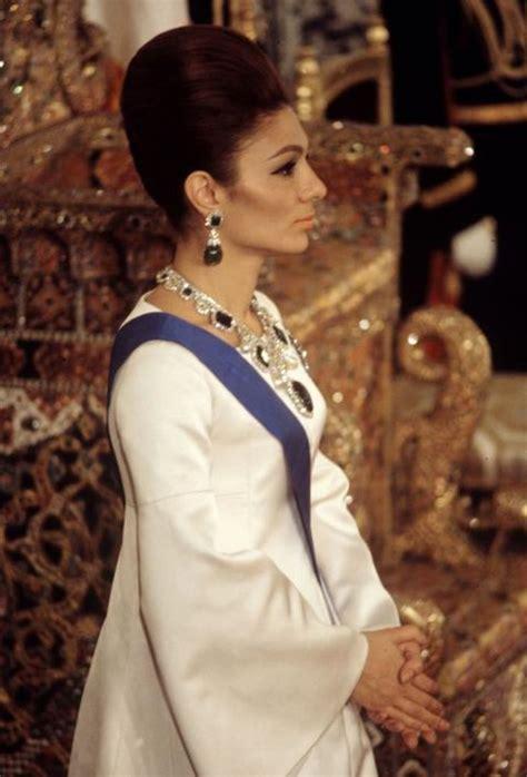queen farah pahlavi iran empress farah diba baile real 1967 empress farah