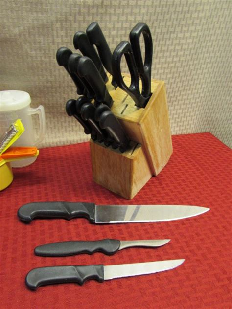great kitchen knives lot detail great kitchen gadgets loads of flatware
