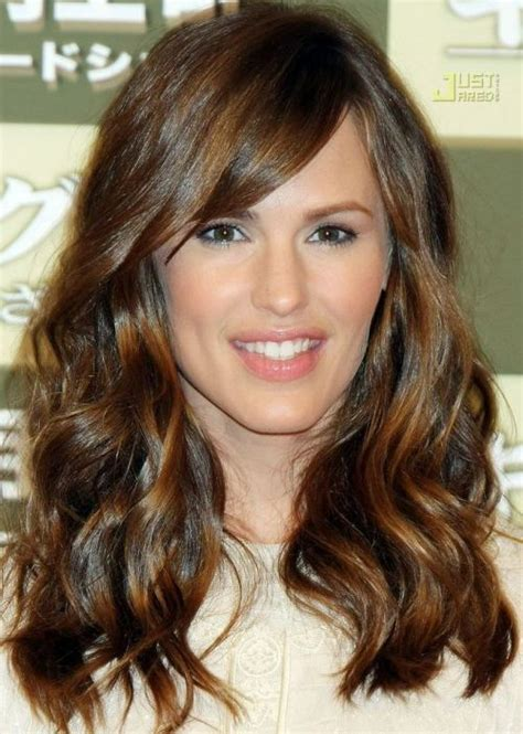 fringes for large forehead 30 best hairstyles for big foreheads herinterest com