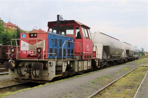 Cd Shunting cd 708 709 shunts cereals wagons at rakovnik on 25 may 2015 rail pictures
