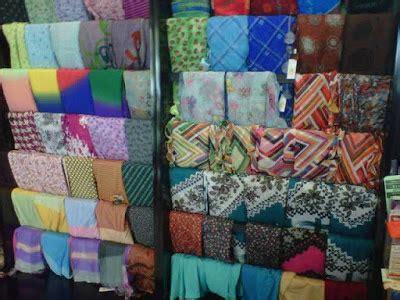 Rak Display Jilbab contoh display jilbab atau kerudung bagian 1