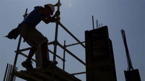 trabajadores de la construccion en negro portal vuelven los pistoleros que reclutan obreros en negro para