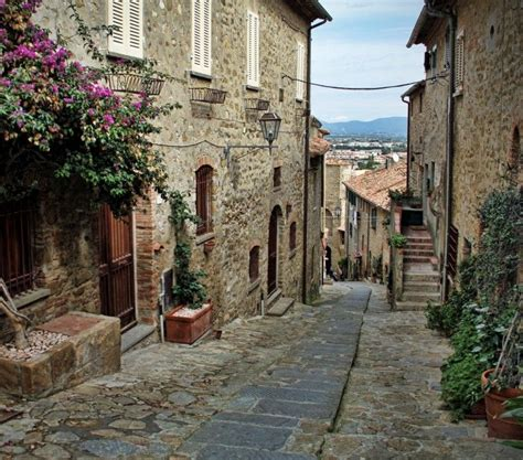 tuscany for the shameless hedonist 2018 florence and tuscany travel guide 2018 books tuscan hill towns bike tour vbt bicycling vacations