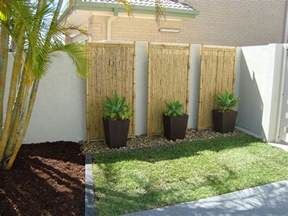 Backyard Feature Wall Ideas Planters And Rocks Against Wall Lined By Stones Small Yard Landscape Ideas