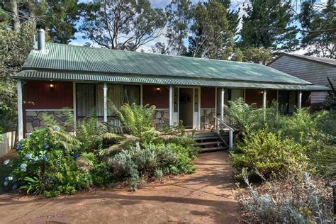 Blue Mountains Cottage Accommodation by Blackheath Camelot Cottage Accommodation
