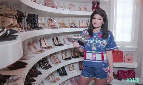 kim kardashian game pop glam australia kylie jenner takes fans inside huge closet at her 2