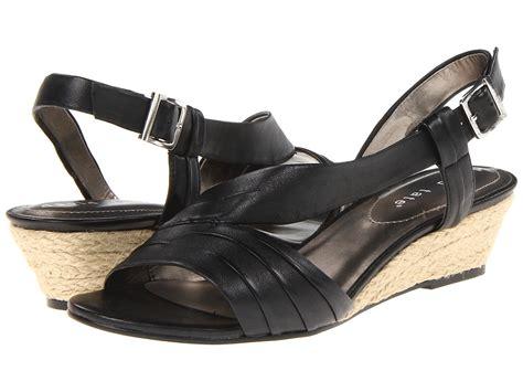 womens wedge shoes wide width ww