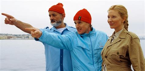 bill murray pointing the life aquatic with steve zissou 2004 review