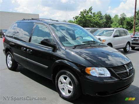 black dodge caravan 2005 dodge caravan sxt in brilliant black pearl