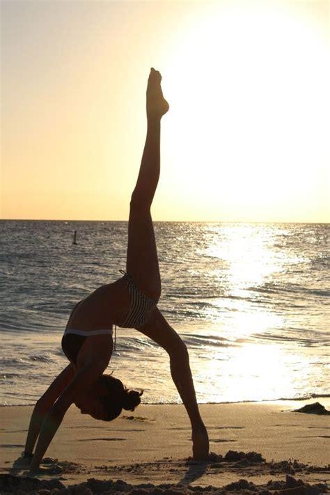 imagenes yoga posturas 17 mejores im 225 genes sobre posturas de yoga en pinterest