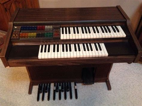Electric Organ lowrey console electric organ as is parts