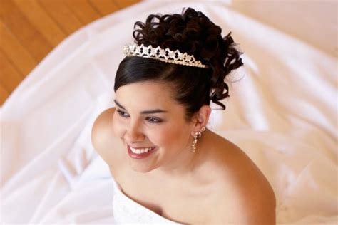 Quinceanera Hairstyles With Curls And Tiara by 5 Pretty Quinceanera Hairstyles