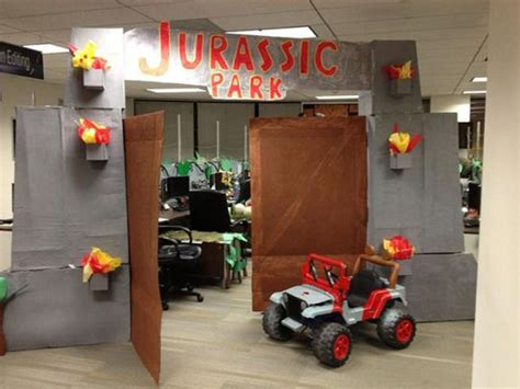 halloween decorating themes office cool jurassic park themed office d 233 cor for halloween 10