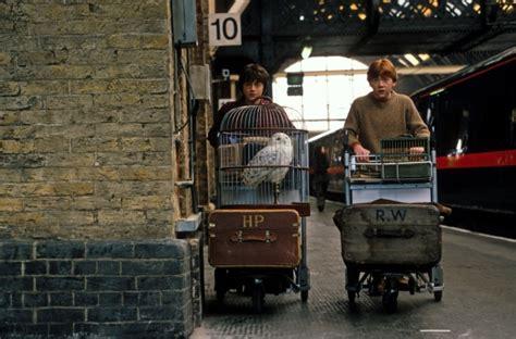 Kaos Harry Potter Harry Potter Platform 9 And 3 4 Graphics Lengan Panj peron dokuz 220 231 199 eyrek beyaz perdeye nasıl taşındı fantastik canavarlar