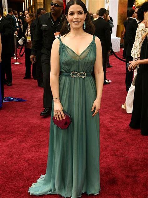 Dress Betty Hijau foto artis dengan busana terburuk di oscar 2015