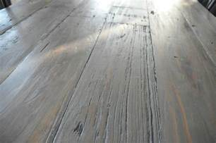 Weathered Gray Dining Table Diy Weathered Wood Stain Finishes Setting For Four