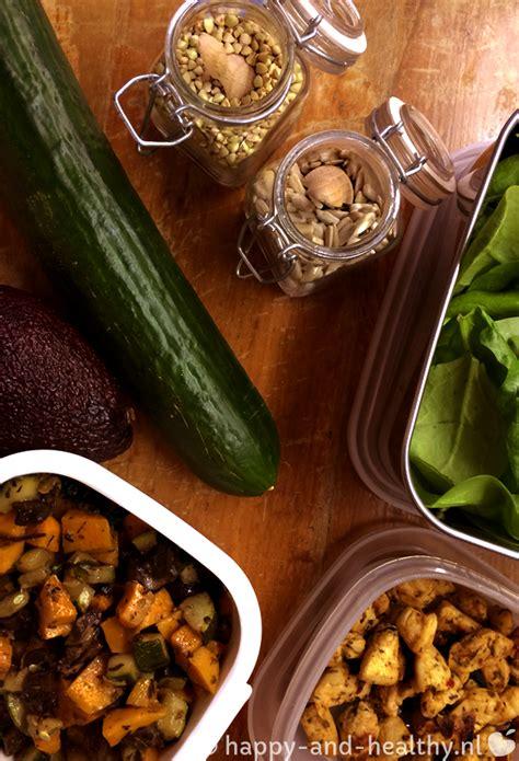 maaltijdsalade   met zoete aardappel en avocado