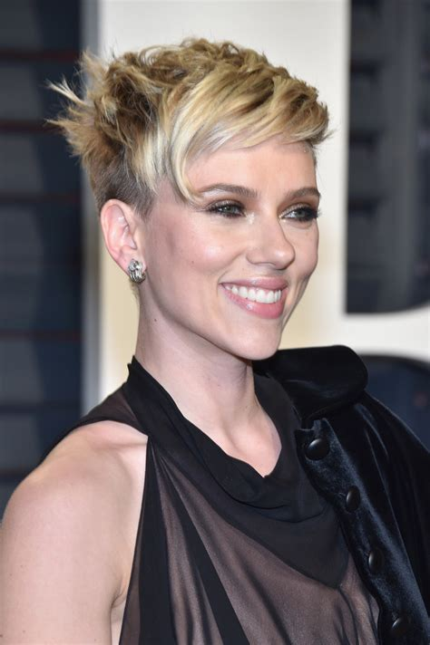 scarlett johansson ocscar hairdo scarlett johansson messy cut messy cut lookbook