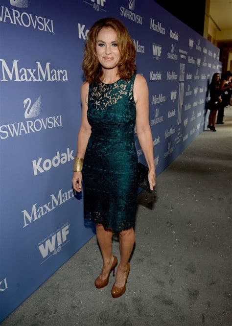 women in film s 2013 crystal lucy awards arrivals chin length amy brenneman women in film 2013 crystal lucy awards 07