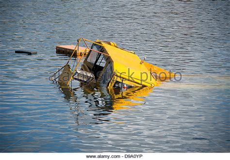 duck boat usa sinks dukw tour stock photos dukw tour stock images alamy