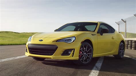 toyota subaru brz toyota 86 vs subaru brz buy this not that