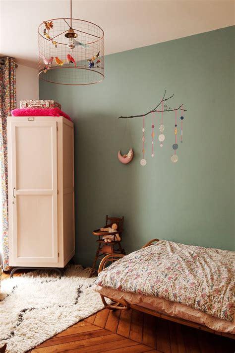 luminaire chambre d enfant d 233 co salon chambre d enfant verte lit liberty mobile