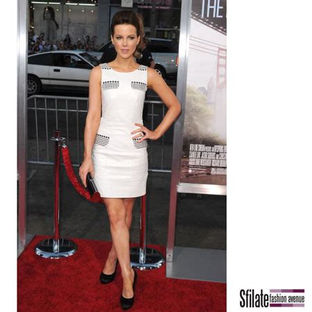 Kate Beckinsale Goes Back To The Pool by Accessori Ferragamo Per Kate Beckinsale A Los Angeles