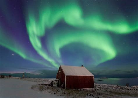 What Causes The Northern Lights Get Mesmerized With The Northern Lights Of Alaska Found