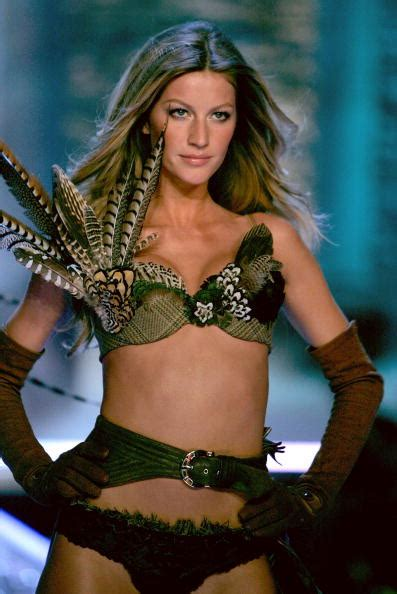 Supermodel Fashion Faceoff Vs Gisele by Gisele Bundchen Stock Photos And Pictures Getty Images