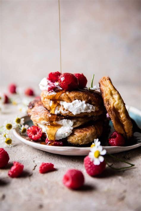 romantisches essen rezepte raspberry ricotta croissant toast recipe