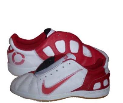 Sepatu Futsal Bergerigi sepatu modern