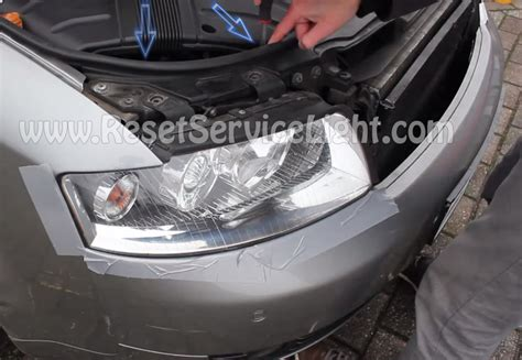 audi a4 headlight bulb replace the headlight bulb on a audi a4 b6 reset service