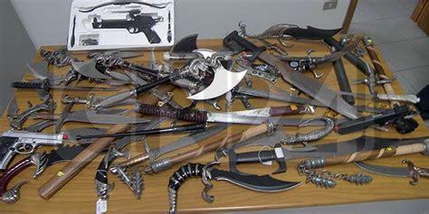 porto d armi bianche praia 1200 armi bianche esposte in negozio scatta il