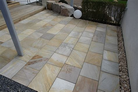 Bodenplatten Garten Verlegen by G 252 Nstig Terrassenplatten Bodenplatten Natursteinplatten
