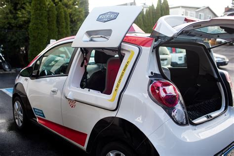 Dominos Pizza Cars by Domino S Debuts New Dxp Pizza Delivery Car South Sound