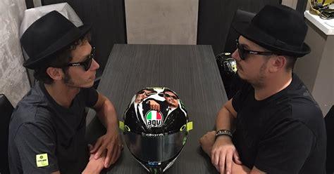 Helm Untuk Balapan helm khusus valentino untuk balapan di sirkuit misano biker world indonesia