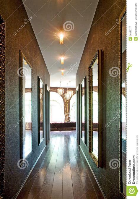 Schöne Spiegel by Sch 246 Ne Spiegel Im Korridor Stockbild Bild Innen