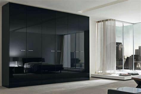 schwarzer kleiderschrank schwarzer kleiderschrank verleiht dem schlafzimmer eine