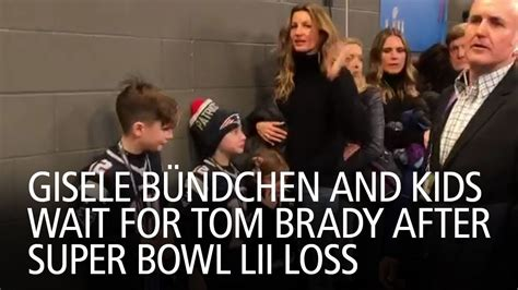 Tom Brady Waits For Giseles Text gisele b 252 ndchen and wait for tom brady after