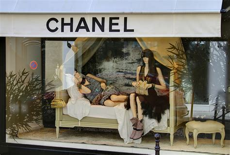 the drapery shop display window wikipedia