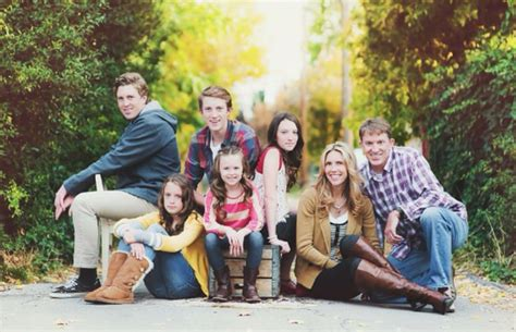 family portrait ideas poses on pinterest family 28 best images about family portrait outfit inspiration on