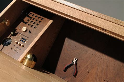 the desk tempel for radio by hult 233 n