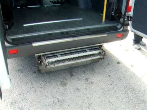 pedana elettrica minibus disabili estrazione pedana elettrica avi