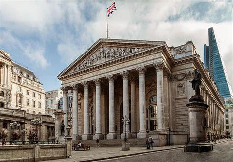 uk bank bank of keeps interest rates on hold asian news