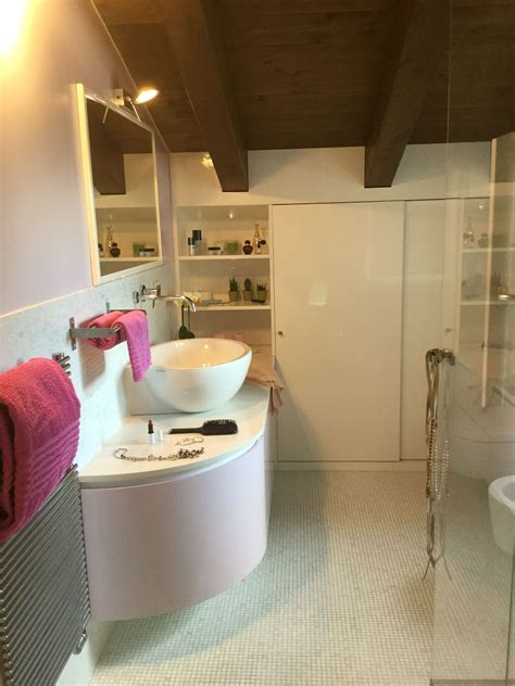 arredo bagno mansarda arredo bagno personalizzato per mansarda laccato lucido
