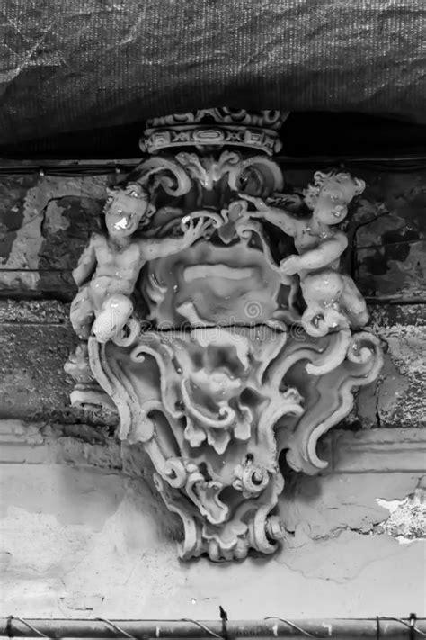Anjos calmos de pedra foto de stock. Imagem de fundo